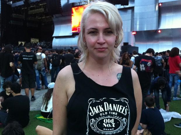 Estefania Weber, 22 anos, tem o cabelo descolorido (Foto: Letícia Mendes/G1)