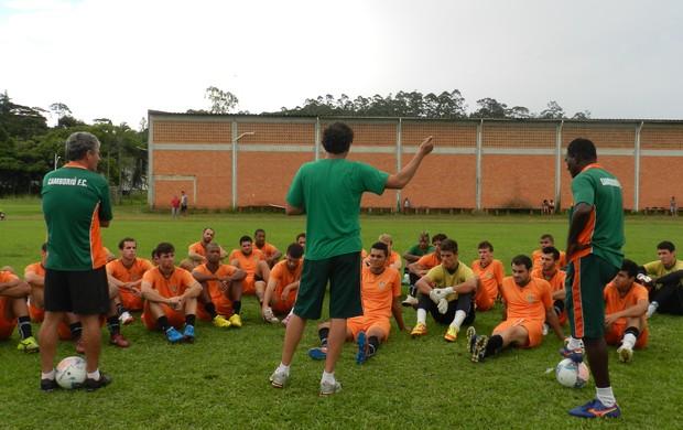 Time do Camboriú em treinamento com técnico Claudemir Sturion (Foto: Lucas Coppi/CFC)
