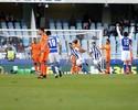 Diego Alves pega pênalti, mas gols de Willian José garantem Real Sociedad