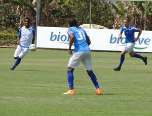 Jogadores do Cruzeiro durante treino na Toca da Raposa II (Foto: Marco Antônio Astoni/GloboEsporte.com)