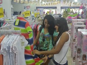 Intenção de compra do consumidor macapaense para o Natal em 2013 (Foto: John Pacheco/G1)