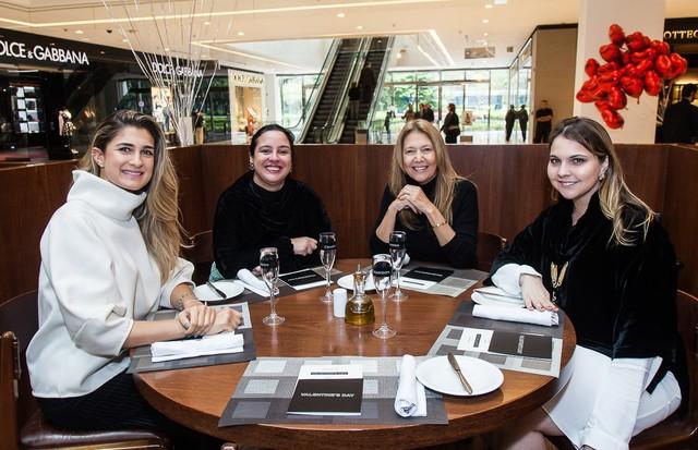 Da esquerda para a direita: Barbara Migliori, Silvia Rogar, Donata Meirelles e Vivian Sotocórno (Foto: Arthur Vahia e David Mazzo)