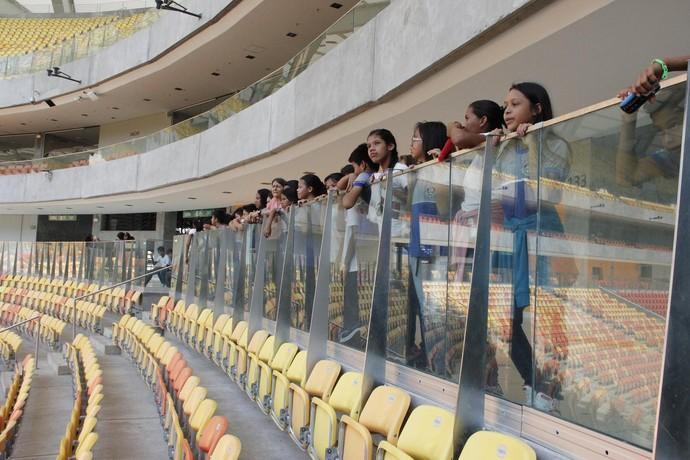 Visita alunos Arena Amazônia (Foto: Rodrigo Abinader/ UGP Copa)