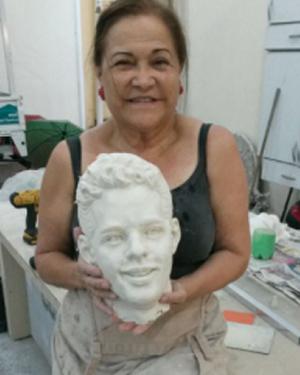 Molde da estátua que Thiago Pereira ganhará em sua cidade natal (Foto: Divulgação)