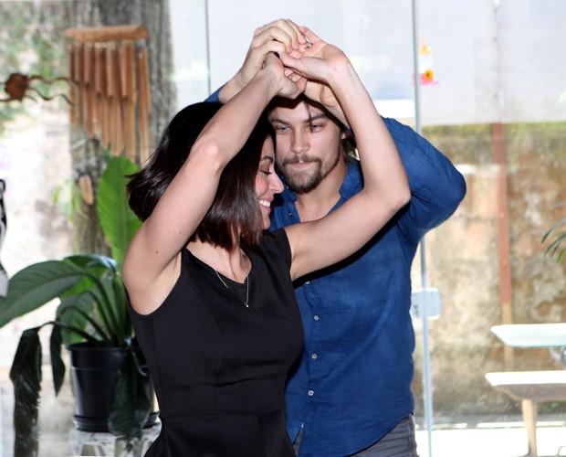 Os dois são muito fofos dançando juntos (Foto: Carol Caminha / Gshow)