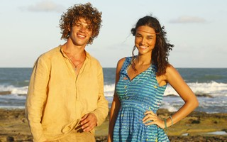 Débora Nascimento e José Loreto (Foto: Flor do Caribe / TV Globo)