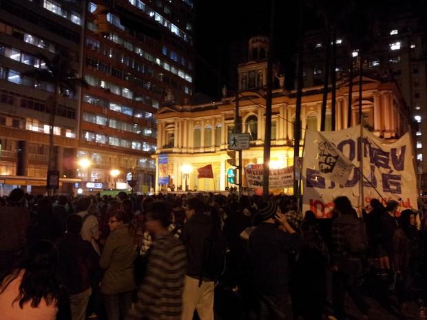 Manifestação em Porto Alegre nesta segunda-feira (17) (Foto: Josmar Leite/RBS TV)