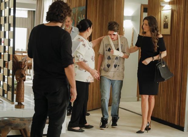 Fiuk, Dan Stulbach, Cláudia Mello, Carol Duarte e Maria Fernanda Cândido em cena de 'A Força do Querer' (Foto: Divulgação/TV Globo)