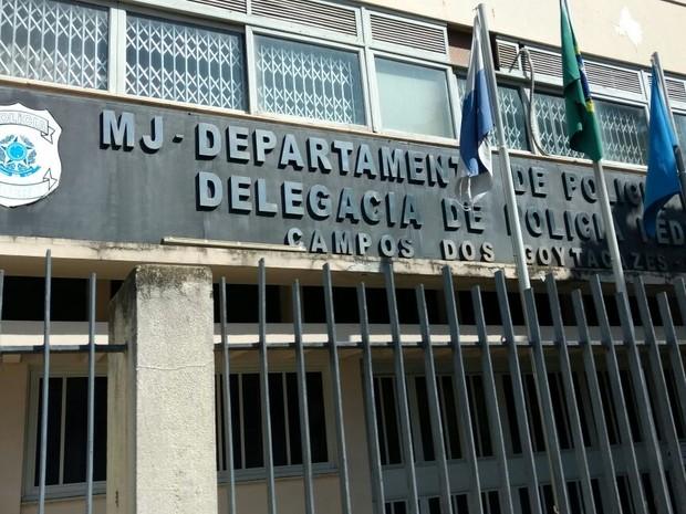 Presos foram levados para a sede da Polícia Federal em Campos (Foto: Cléber Rodrigues/InterTV)