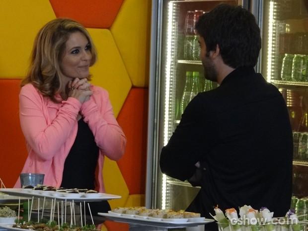 Davi fala sobre o Júnior para Pamela e loira fica animada com o projeto (Foto: Geração Brasil/TV Globo)