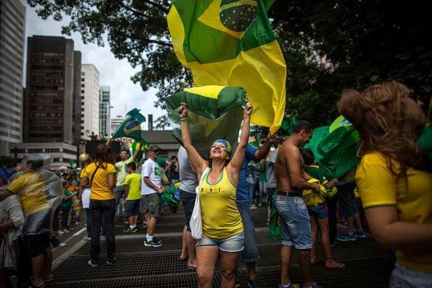 Manifestante na Avenida Paulista  (Foto: Victor Moriyama / Stringer)