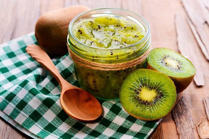 Simples de ser feita, a geleia de kiwi pode ser um ótimo complemento para o café da tarde. (Foto: Shutterstock)
