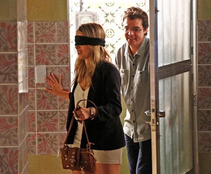 Rui decide fazer uma surpresa para Tina (Foto: TV Globo)