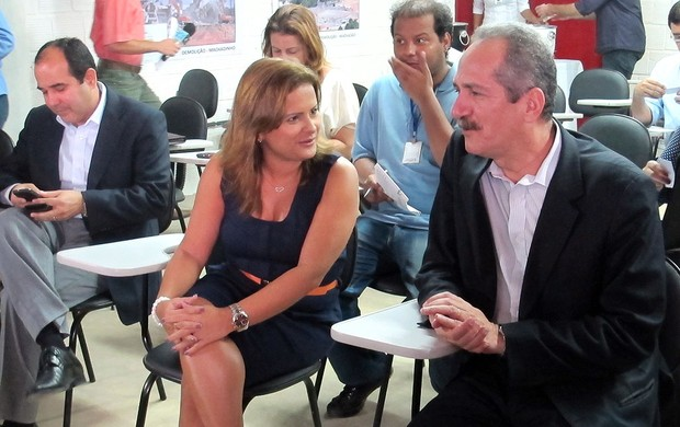 Ministro Aldo Rebelo com a prefeita de Natal, Micarla de Souza (Foto: Marcelo Baltar / Globoesporte.com)