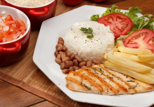 refeição, comida, arroz, feijão, batata frita, frango (Foto: Thinkstock)
