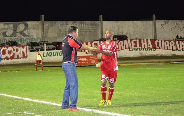 Cascata e Roberto Fernandes comemoram gol do América-RN (Foto: Ilmo Medeiros Gomes)
