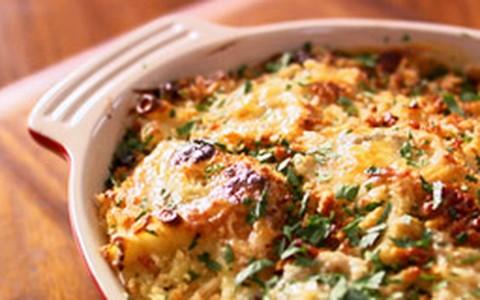 Penne com molho de queijo e bacon da Lorraine Pascale