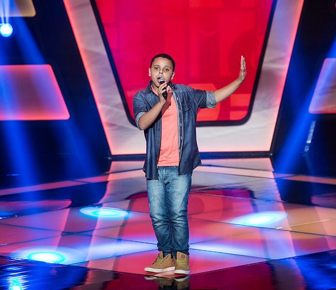 Ryandro Campos canta 'Fim de tarde' no The Voice Kids (Foto: Isabella Pinheiro/Gshow)