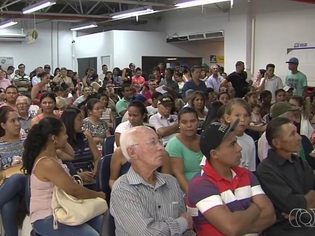 Unidades do Vapt Vupt ficaram lotadas na terça-feira em Goiânia (Foto: Reprodução/TV Anhanguera)