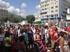 Amigos de menino morto no Rio fazem homenagem em protesto