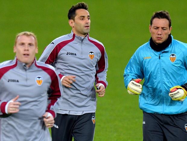 Jonas no treino do Valencia (Foto: AFP)