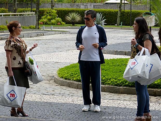 Caetano trata Marinalva com desprezo por causa de sua aparência (Foto: Malhação / TV Globo)