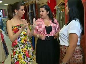 Camila seleciona as peças (Foto: Vídeo Show / TV Globo)