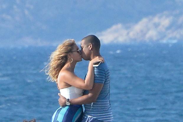 Beyoncé e Jay-Z na Sardenha, na Itália (Foto: Grosby Group/ Agência)