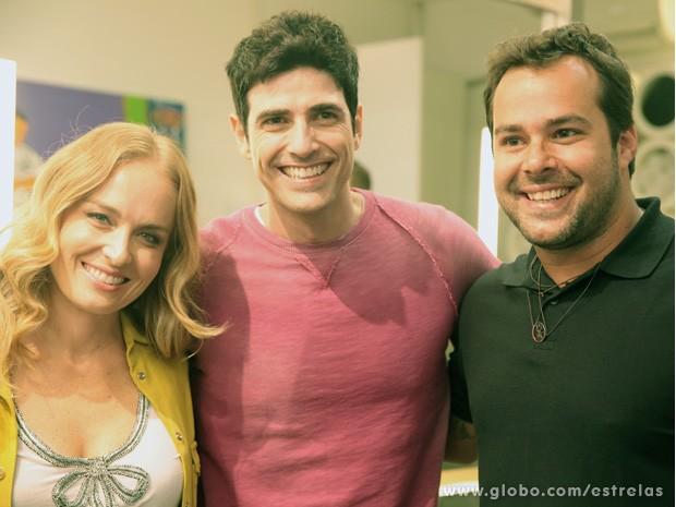 Angélica, Reynaldo Gianecchini e o cabelereiro que cortou seus cachinhos (Foto: TV Globo/ Estrelas)