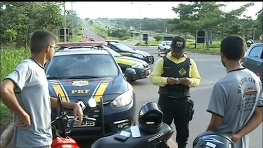 PRF e agentes de trânsito flagram infrações em rodovia durante Carnaval
