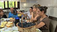 Rodaika conhece família típica italiana e aprende a fazer grostoli  (Reprodução/RBS TV)