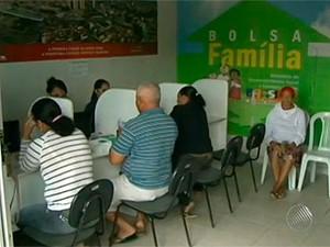 Cinco mil beneficiários do Bolsa Família são investigados em Feira (Foto: Reprodução/ TV Subaé)