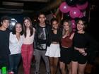 Solteira, Isabella Santonni comemora aniversário em boate no Rio