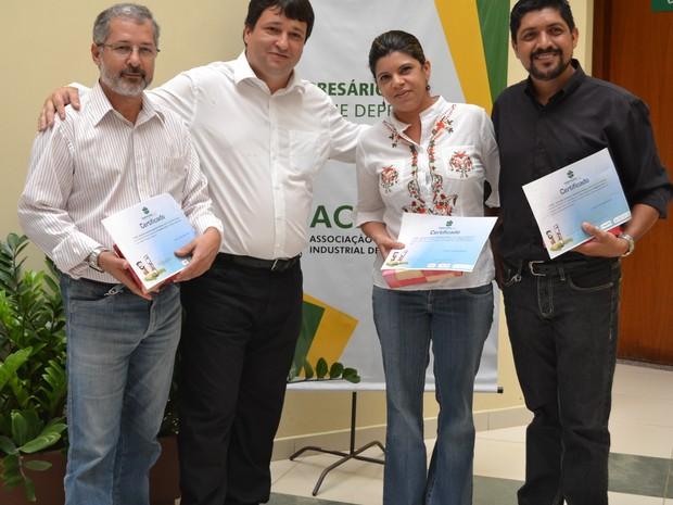 Jorge Valeriano (esq.) foi o vencedor na categoria radiojornalismo (Foto: Divulgação/Acipa)