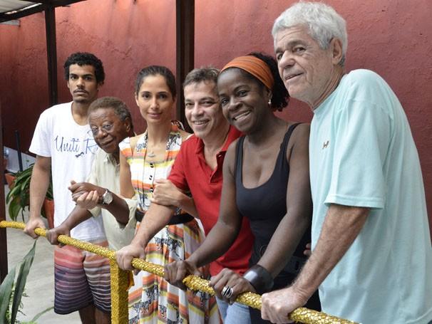 Marcello Melo Jr., Milton Gonçalves, Camila Pitanga, Zezé Barbosa e Tião D'Ávila fazem aula de dança (Foto: TV Globo / Raphael Dias)