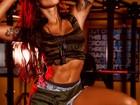 Aline Riscado exibe corpão em ensaio e se prepara para estreia no cinema
