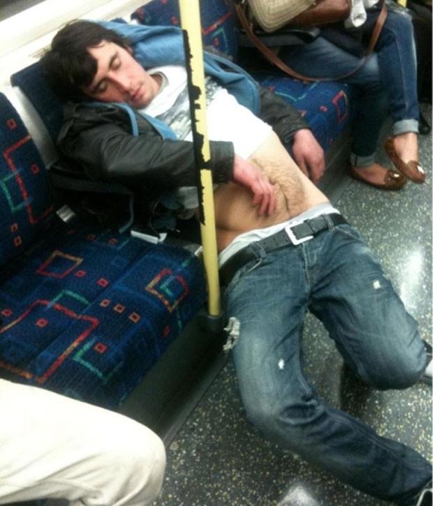 Passageiro parecia cair do banco (Foto: Reprodução)