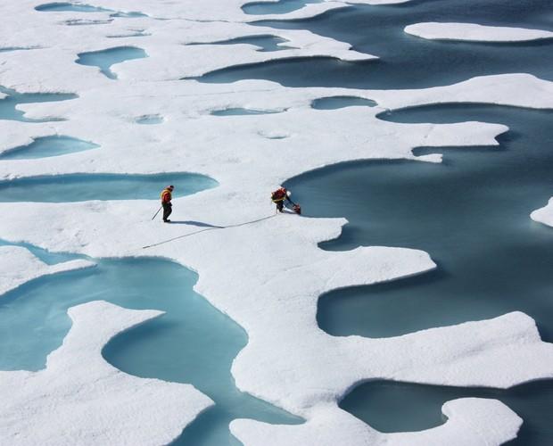 Imagem mostra camada de gelo no Ártico no verão, quando o derretimento na área polar se acentua (Foto: Divulgação/Nasa/Universidade de Washington)