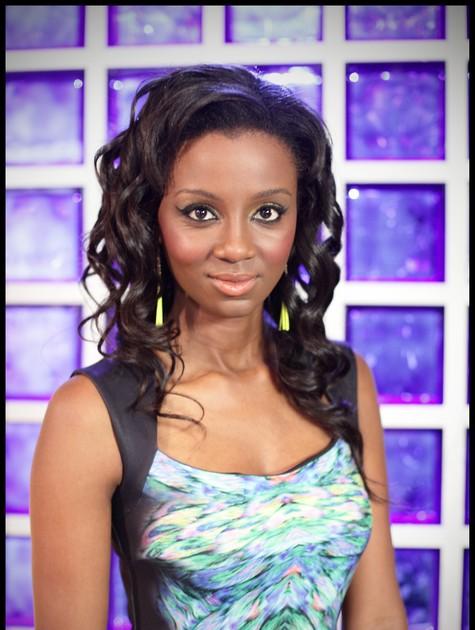 A atriz angolana Edusa Chindecasse estrela a novela 'Windeck' (Foto: Divulgação)