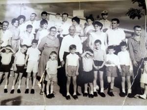 Familiares reproduziram fotografia tirada há 50 anos (Foto: Eder Ribeiro/EPTV)