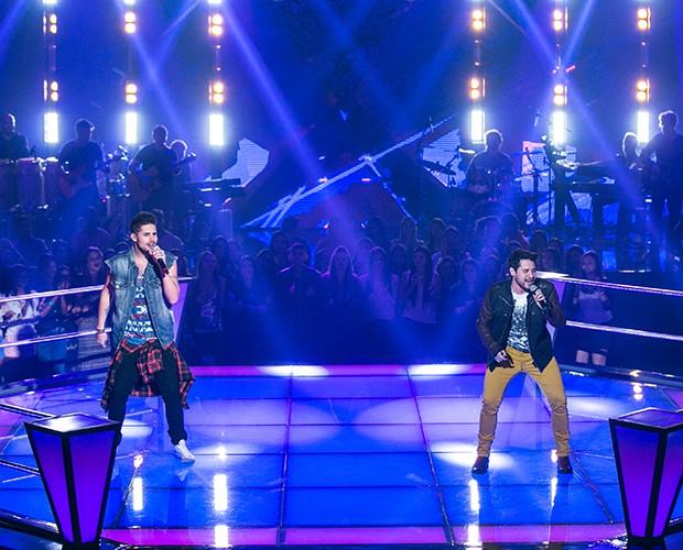 Leandro Bueno e Vinicius Zanin cantaram Couthing Stars, sucesso do One Republic (Foto: Isabella Pinheiro/Gshow)