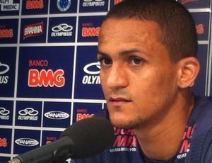 Mateus diz que não tem problemas com Vágner Mancini (Foto: Rodrigo Fuscaldi / Globoesporte.com)