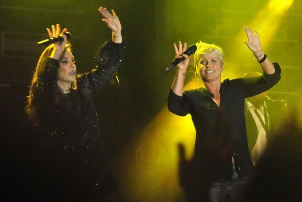 Xuxa, Carolina Dieckmann e Bruna Marquezine sobem ao palco com Ivete Sangalo (Foto: Roberto Teixeira/EGO)