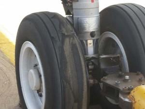Pneu estourou durante pouso de avião da TAM em São Luís (Foto: G1)