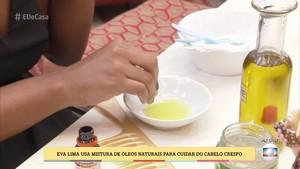 Mistura de óleos naturais auxilia no cuidado com os cabelos crespos (Foto: TV Globo)