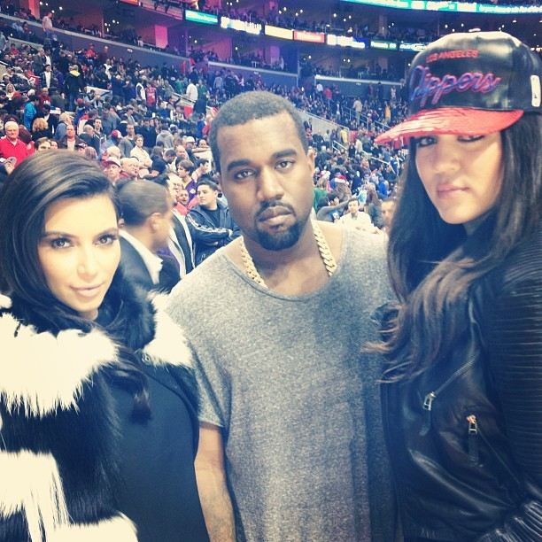 Kim Kardashian com o namorado, Kanye West, e a irmã Khloé (Foto: Instagram)