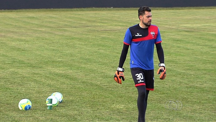 Rafael Roballo, goleiro do Atlético-GO (Foto: Reprodução/TV Anhanguera)