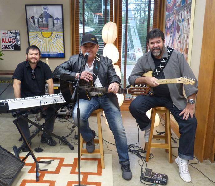 O cantor e sua banda tocaram vários sucessos da carreira  (Foto: Anny Ribeiro / Gshow)