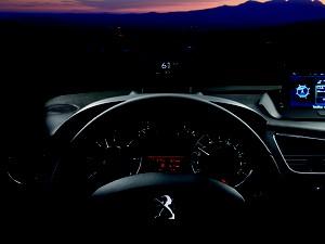 Head-up display do Peugeot 3008 (Foto: Divulgação)