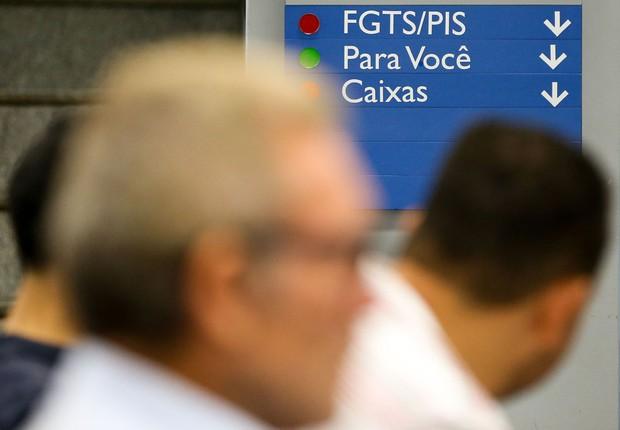 Agências da Caixa abrem mais cedo para atender dúvidas de contas inativas do FGTS (Foto: Marcelo Camargo/Agência Brasil)